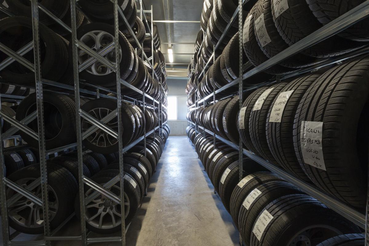 Risultati immagini per volkswagen deposito pneumatici